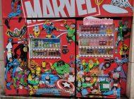 海外の反応「上野のマーヴェルキャラが書いてある自動販売機がかっこいい!」